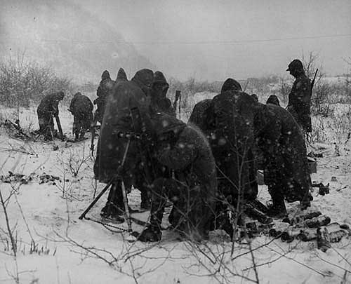 Marines_call_for_mortar_fire_in_the_Korean_War