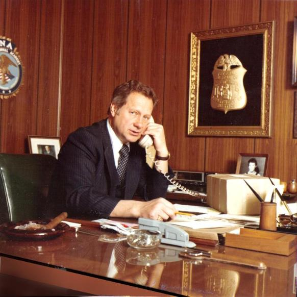 Ted_Gunderson_in_his_FBI_Office