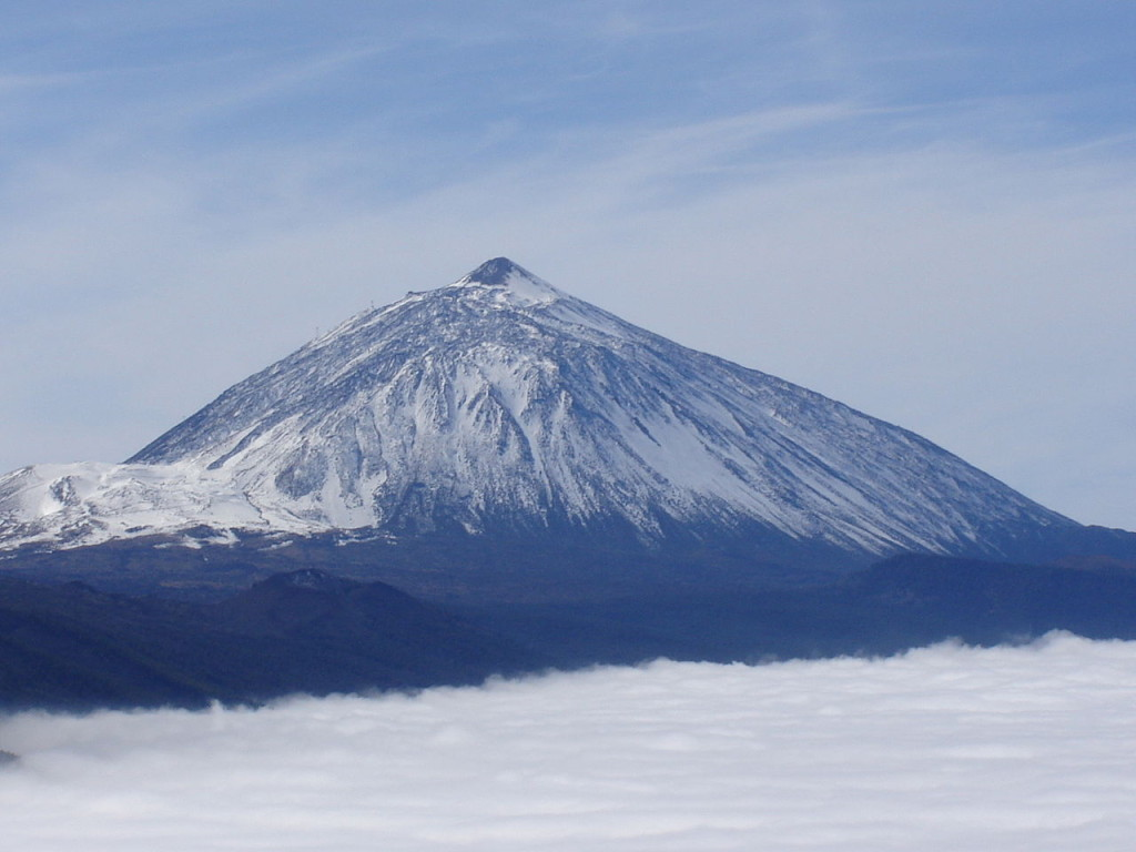 Teide_with_snow-Tenerife-guanches-canaRIES-SpAIN