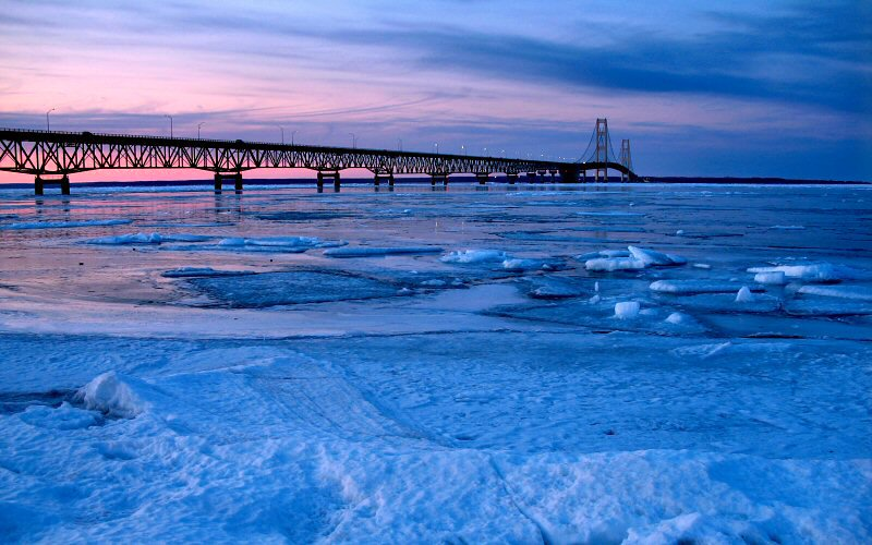 mackinac-bridge-winter-ice-floes