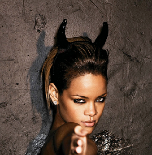 rihanna-devil-horns