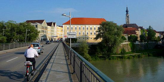 Braunau-am-Inn-Innbruecke-zwischen-Simbach-Bayern-und-Braunau-Oberoesterreich