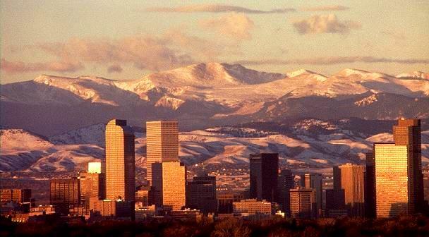 Denver-Colorado_MOUNTAIN-BACKDROP
