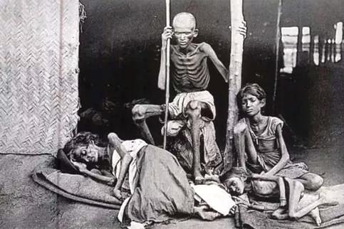 India-famine-family-crop-1943-44-churchill-3