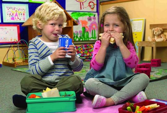 Kids-eating-lunch-AUSTRALIA