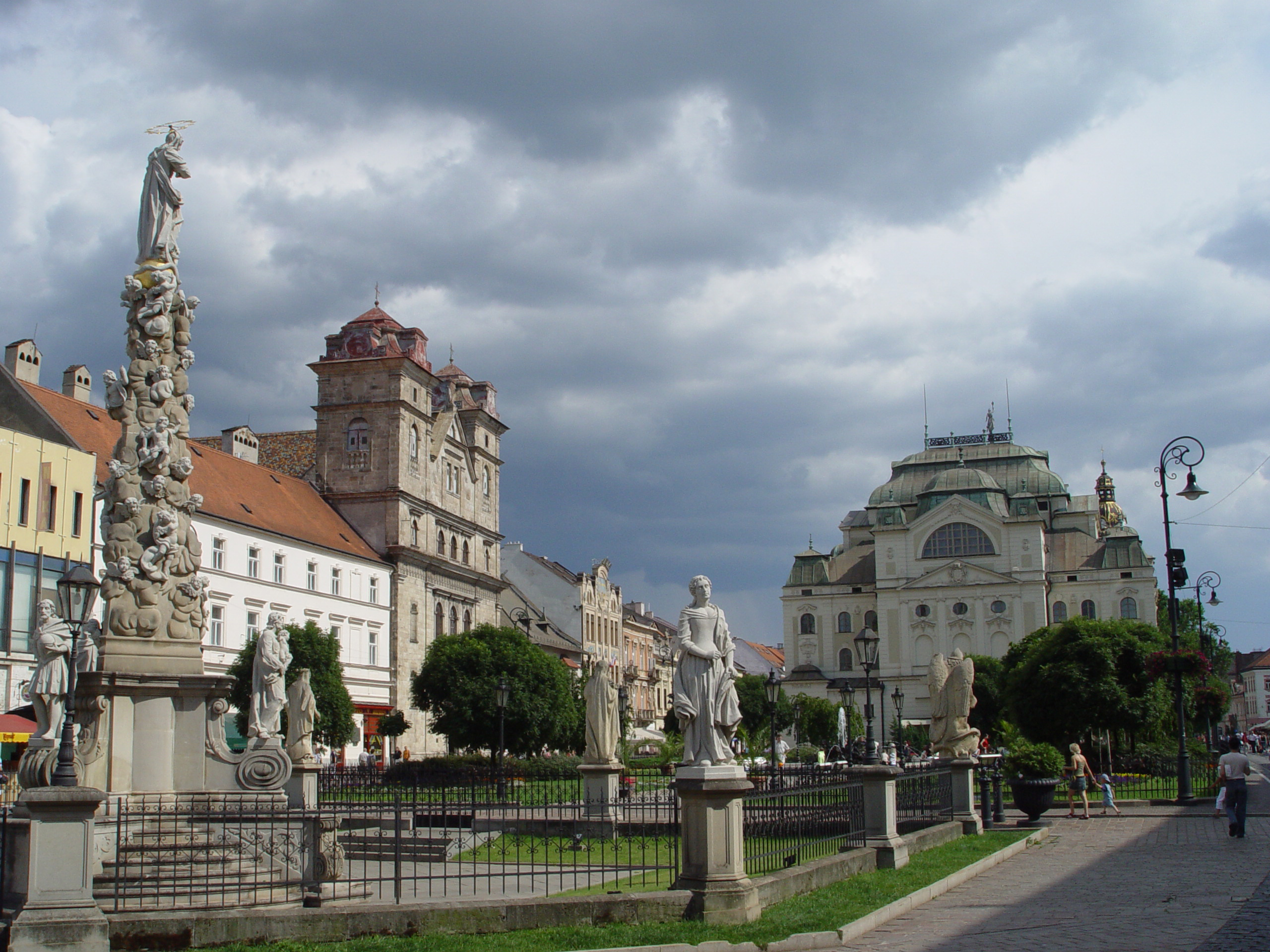 Kosice_(Slovakia)_-_Main_Street_4