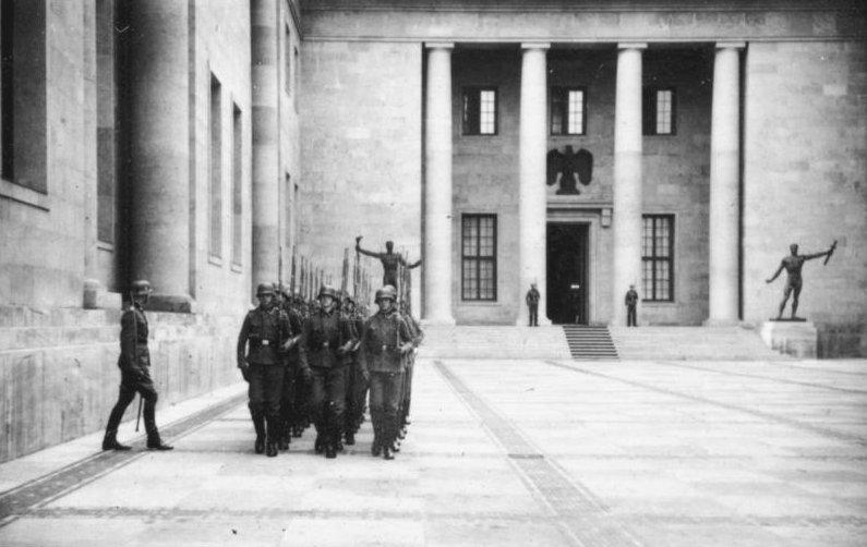 Neue_Reichskanzlei_Ehrenkompanie-w-ss-1940