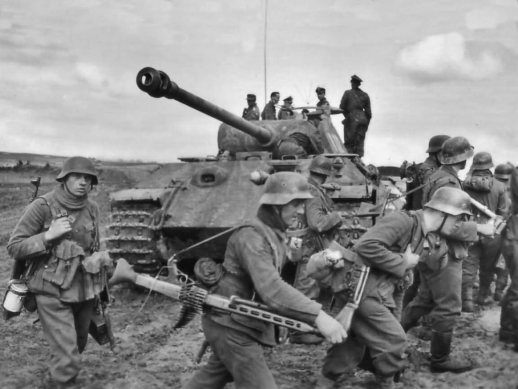 Panther_ausf_A_wehrmacht_soldiers