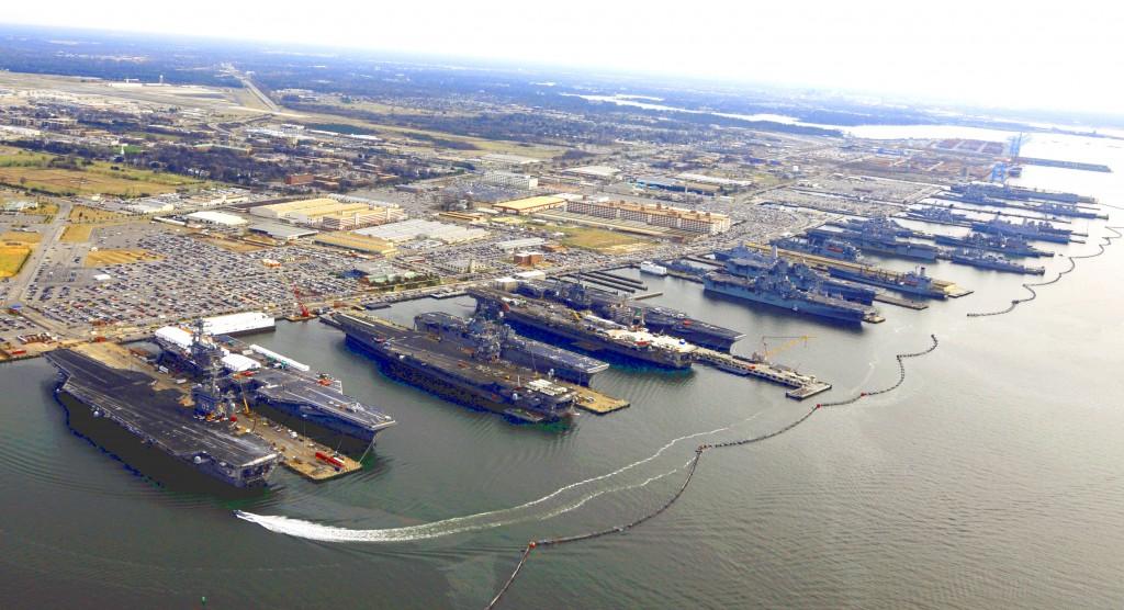 US-navy-virginia-norfolk-five-aircraft-carriers-2012