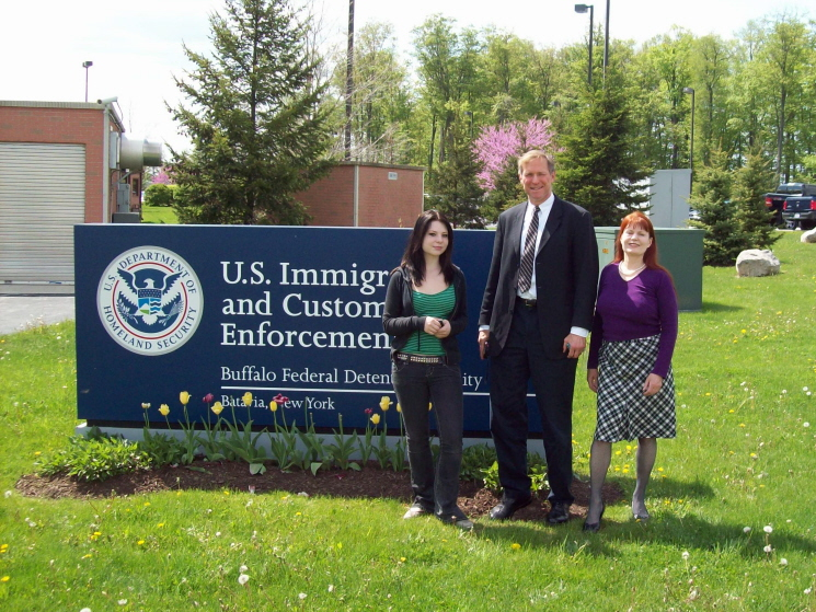 William_Fox,_Margaret_Huffstickler_and_friend_outside_ICE_facility_holding_Henrik_Holappa