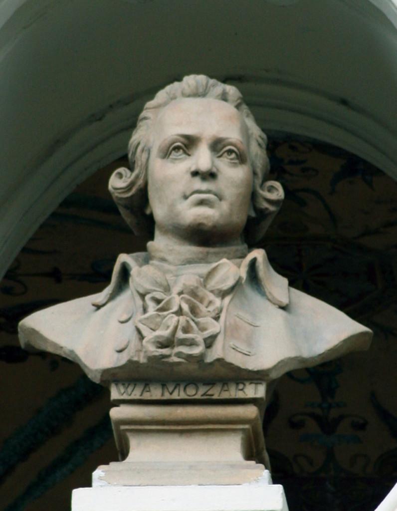 Wolfgang-Amadeus-Mozart-bust