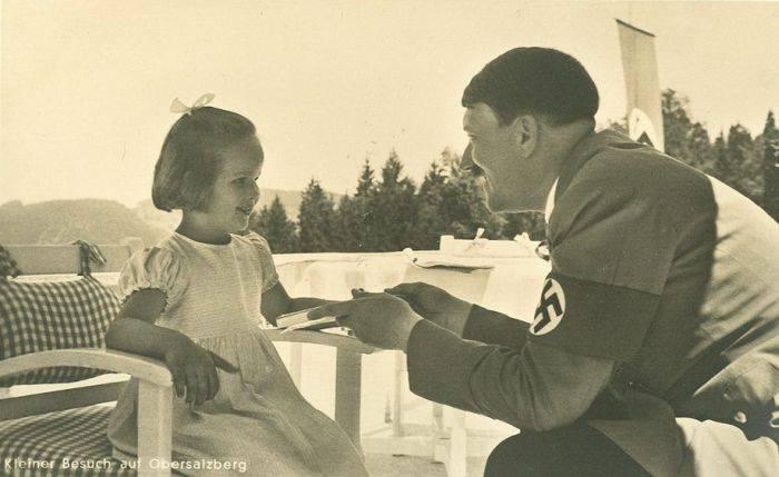 ah-leaning-forward-little-girl-smiling-berghof