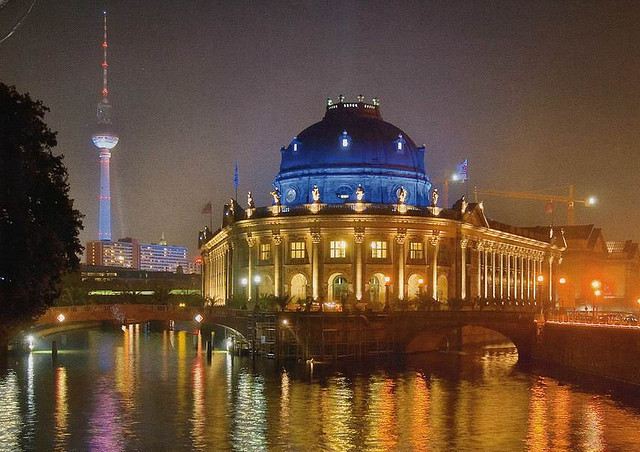 berlin-museum-island-night-illuminated-germany.