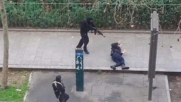 charlie-hebdo-killer-executes-cop-paris