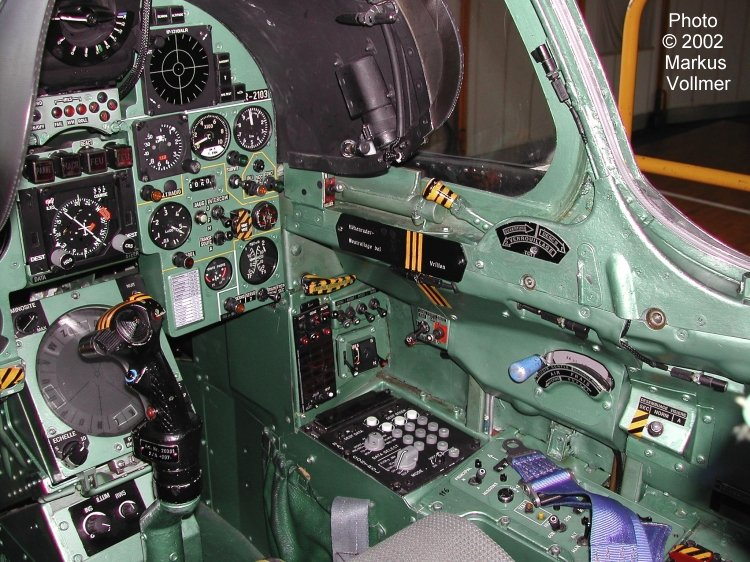 cockpit-mirage-III-fighter-jet-france