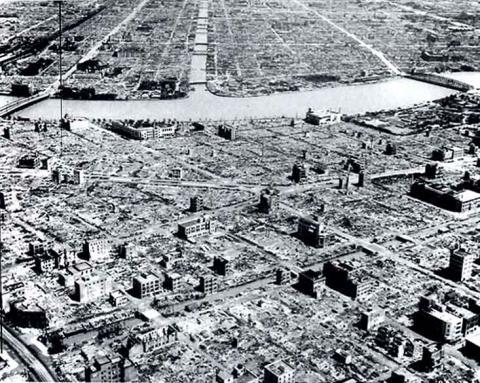 dresden--flattened-streets-1945
