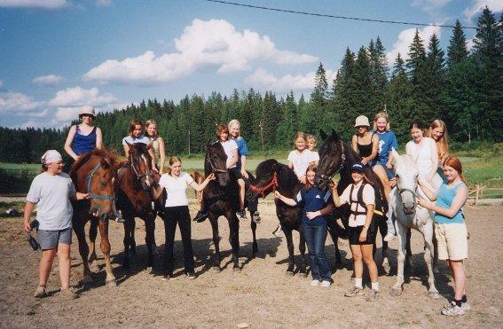 female-equestrians-finland