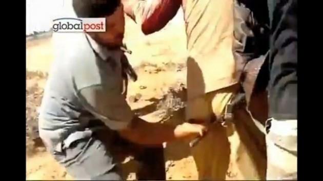 gaddafi-sodomised-knife