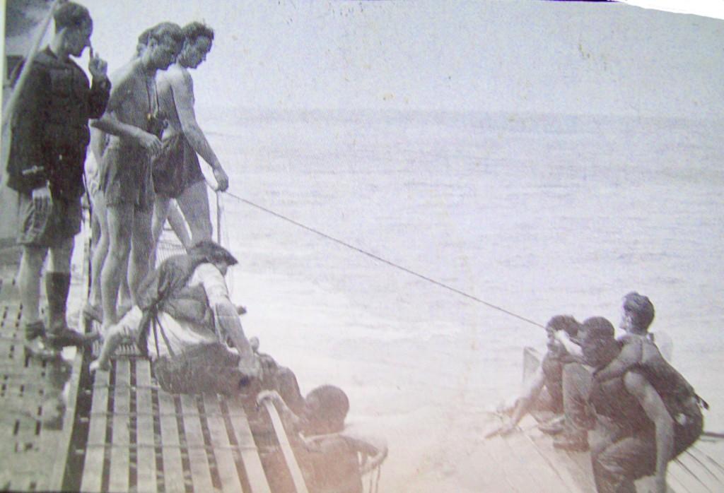 german-kriegsmarine-wehrmacht-sailors-rescue-black-shipwreck-victims
