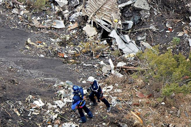germanwings-crash.debris