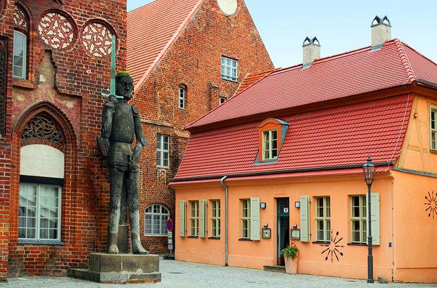 germany-brandenburg-an-der-havel-rolland-statue-.town-hall (2)