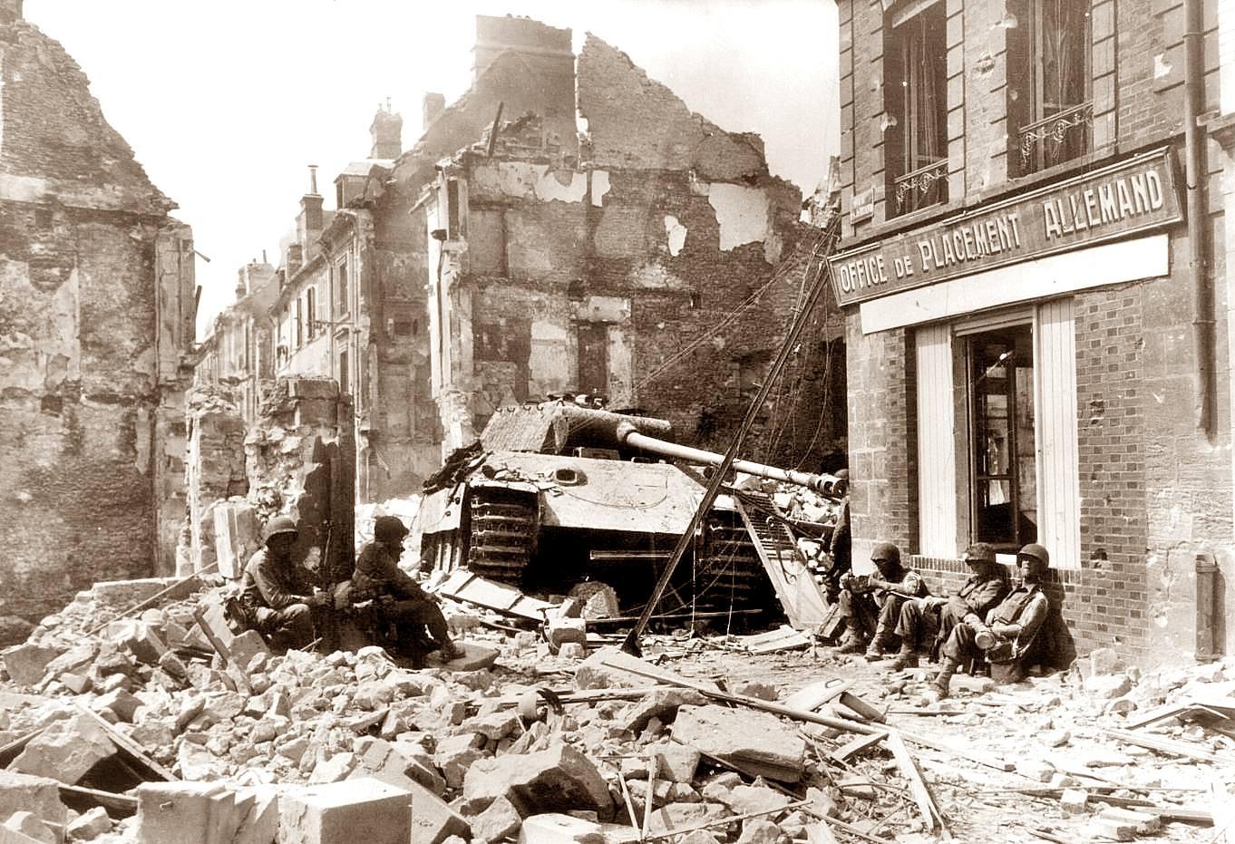 gi-s-break-1944-argentan-panther-tank-116th-panzer-div