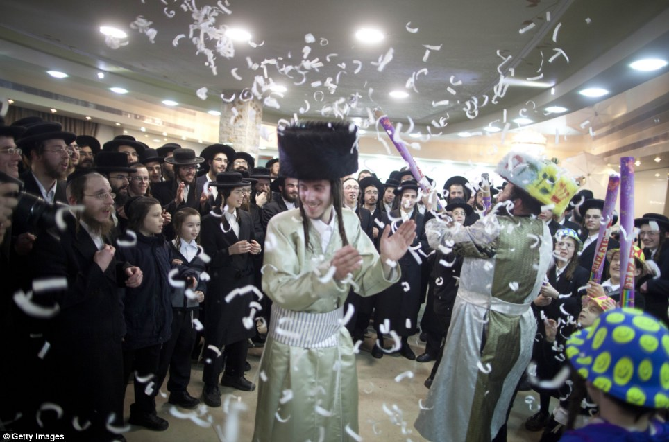 haredi-wedding-jerusalem-jewish-orthodox-MEN-DANCE-WITH-MEN