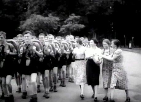 hitler-youth-boys-admiring-girls