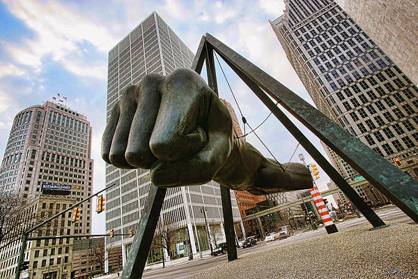in-your-face-joe-louis-fist-statue-detroit-