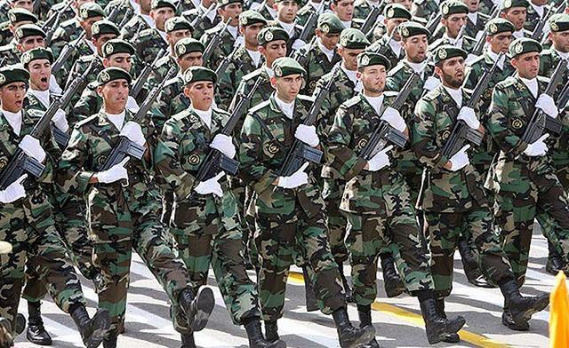 iranian-soldiers-white-gloves-port-arms