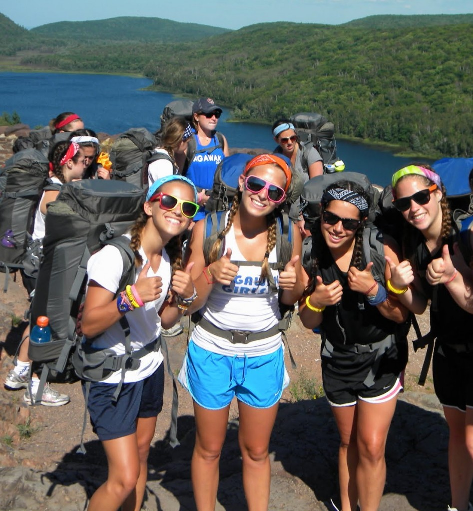 lake-of-clouds-porcupine-park-girl-hikers-backpacks