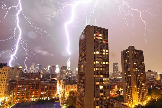 lightning-hits-world-trade-center-nyc