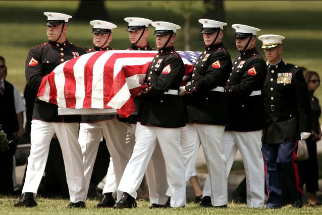 marines-carry-coffin-arlington-cemetery