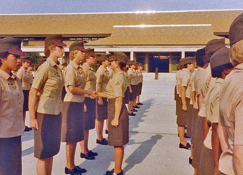 parris-island-female-recruits-di