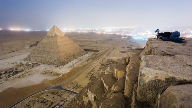 russian-photographer-takes-illegal-pic-from-one-egyptian-pyramid-to-another