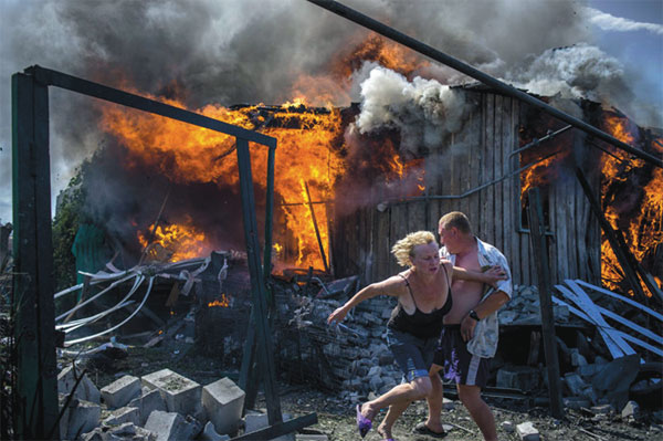 russian-ukrainian-couple-flees-burning-house