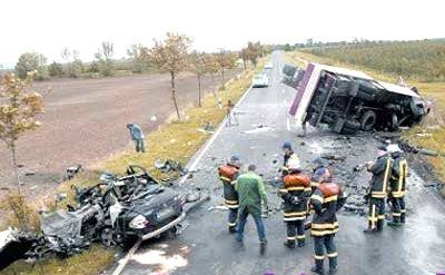 uwe-leichsenring-car-smashed-firemen