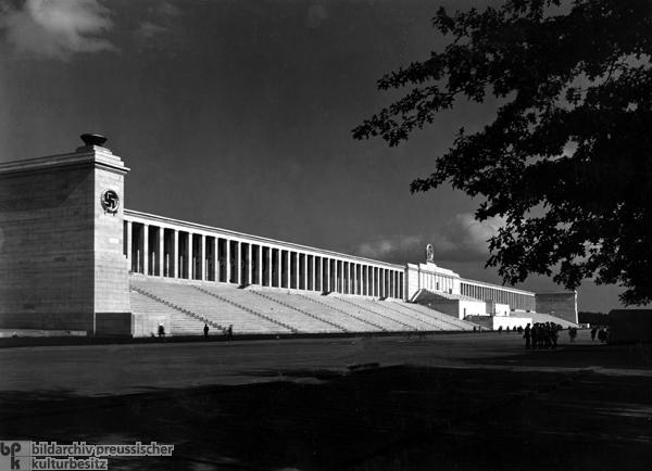 Zeppelinfeld vor der Haupttribne auf dem Reichsparteitagsgel?nde in Nrnberg